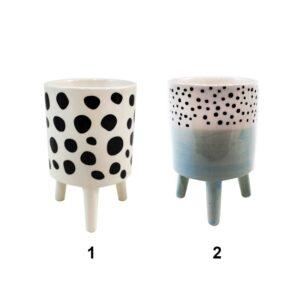 Pot en céramique sur pattes avec motifs de pois